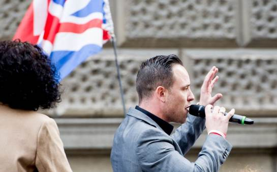 Daniel Thomas speaks at the demonstration he organised outside the Old Bailey while Tommy Robinson appears at a hearing Credit: Rmv/Zuma Press / eyevine